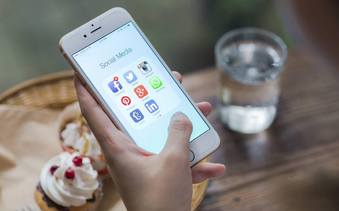 Yhteisöpalveluiden käyttäjälle saattaa tulla yllätyksenä, että yksityiset tiedot liikkuvat sovelluksesta toiseen, kertovat tietoturva-asiantuntijat STT:lle.  Esimerkiksi puhelimen yhteystiedot voivat päätyä tahattomasti Facebookiin. Näin voi käydä, jos käyttäjä huomaamattaan antaa oikeuden yhteystietojen käyttöön esimerkiksi Whatsapp-viestipalvelussa.