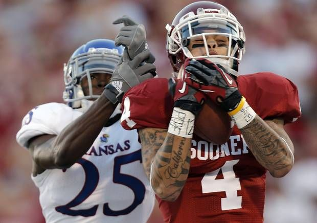 OU's Kenny Stills (4) catches a touchdown pass in front of ...