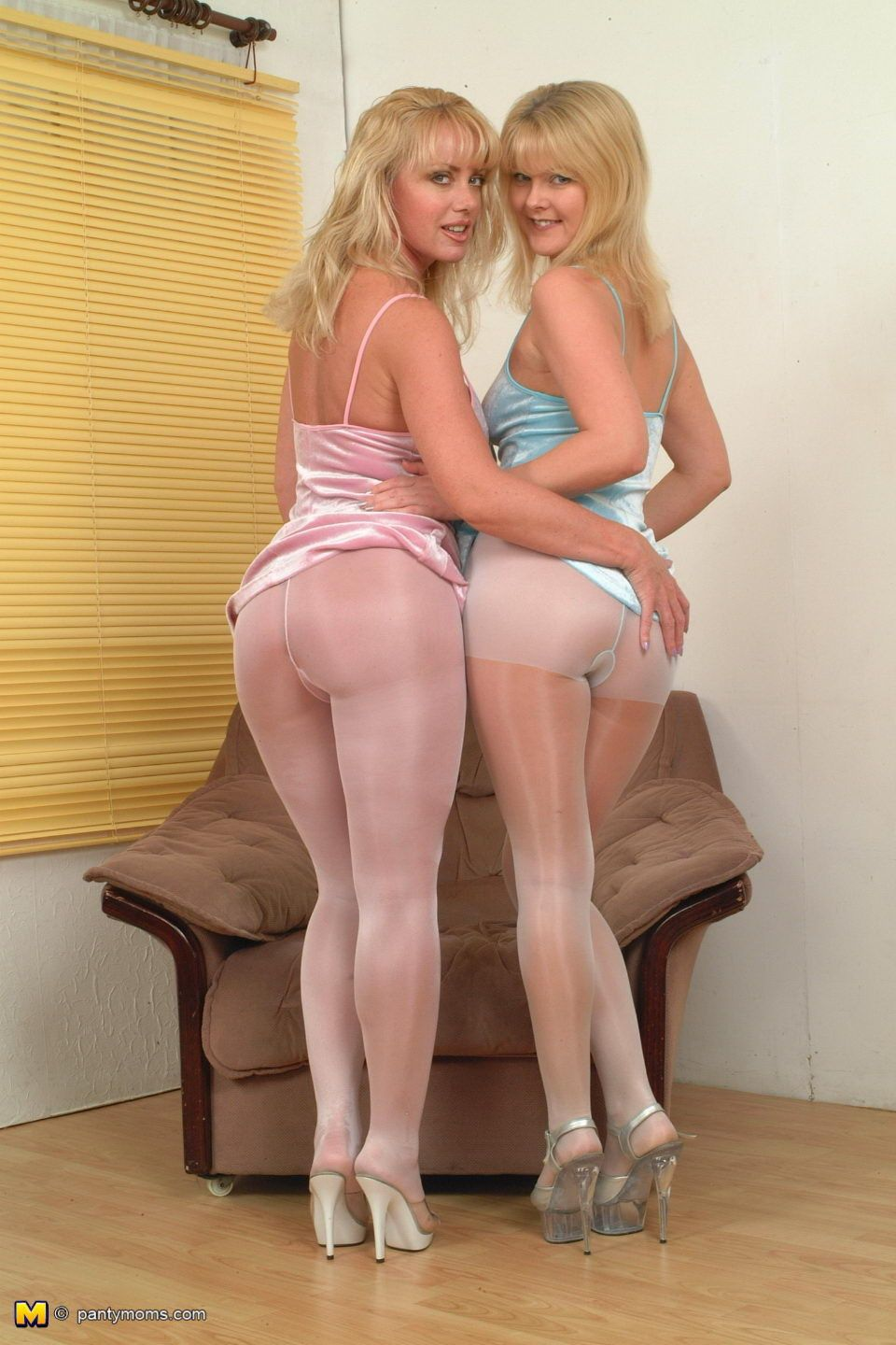 photos of moms in pantyhose