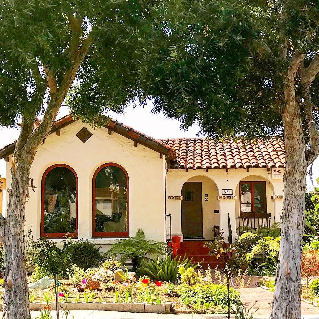 Arches On The Porch Echo The Arches At The Windows A Tree Framed Newer Mediterranean House Built In 1943 A Mediterranean Homes Spanish Bungalow House Built
