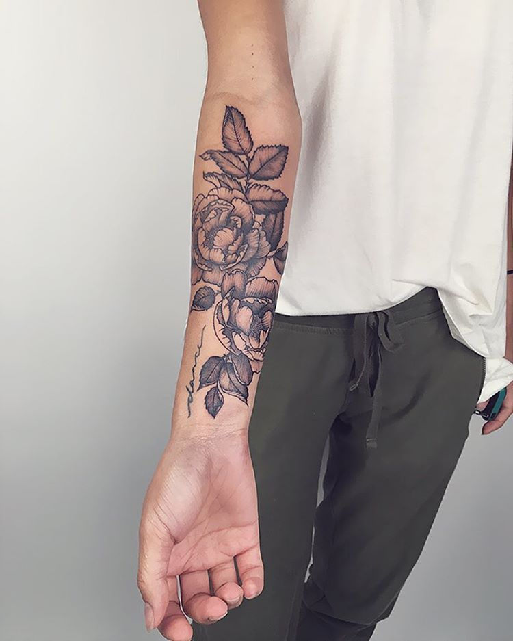 1 722 Likes 10 Comments Sara Fabel Sarafabel On Instagram The Two Roses The Close Forearm Cover Up Tattoos Arm Tattoos For Women Wrist Tattoo Cover Up