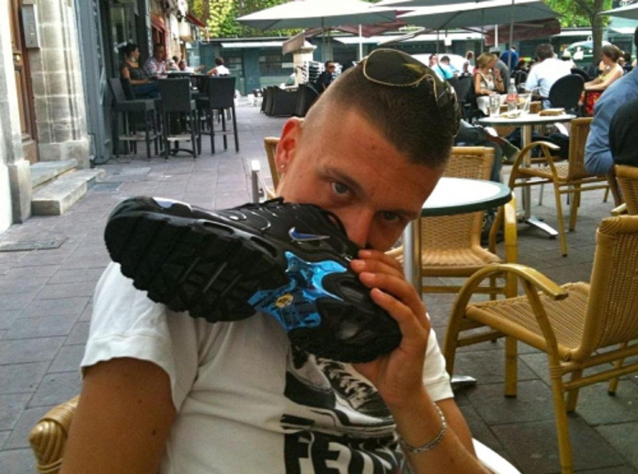 sneaker sniffing