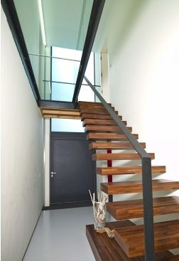 Binnentrap hal modern hout doorzichtige overloop glas architect werner braeckmans - Binnen trap ...