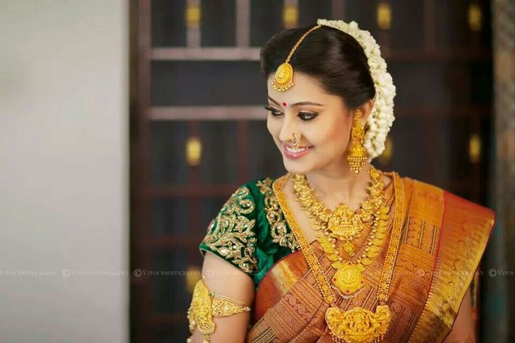 Sneha S Wedding Attire Steal Thy Style Ezwed Wedding Planners Blog South Indian Wedding Hairstyles South Indian Wedding Indian Bridal Hairstyles