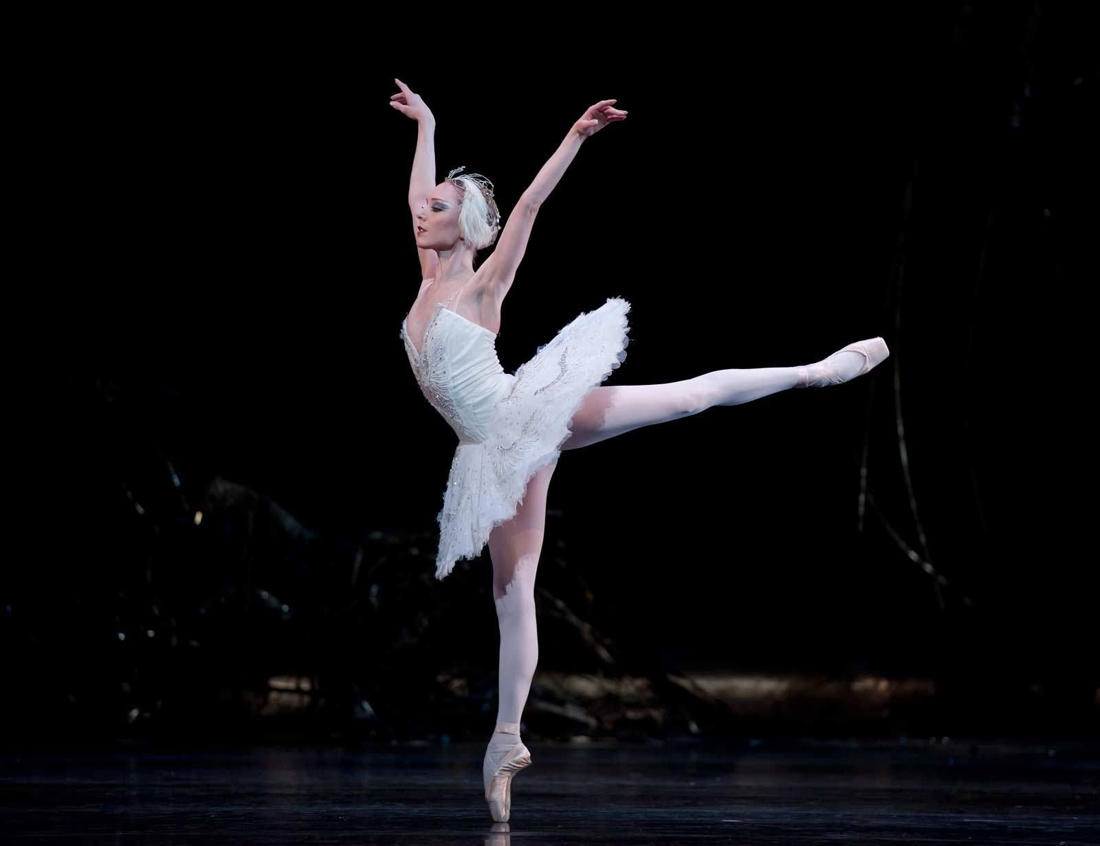 SWAN LAKE / Sarah Lamb © Bill Cooper/ROH 2012
