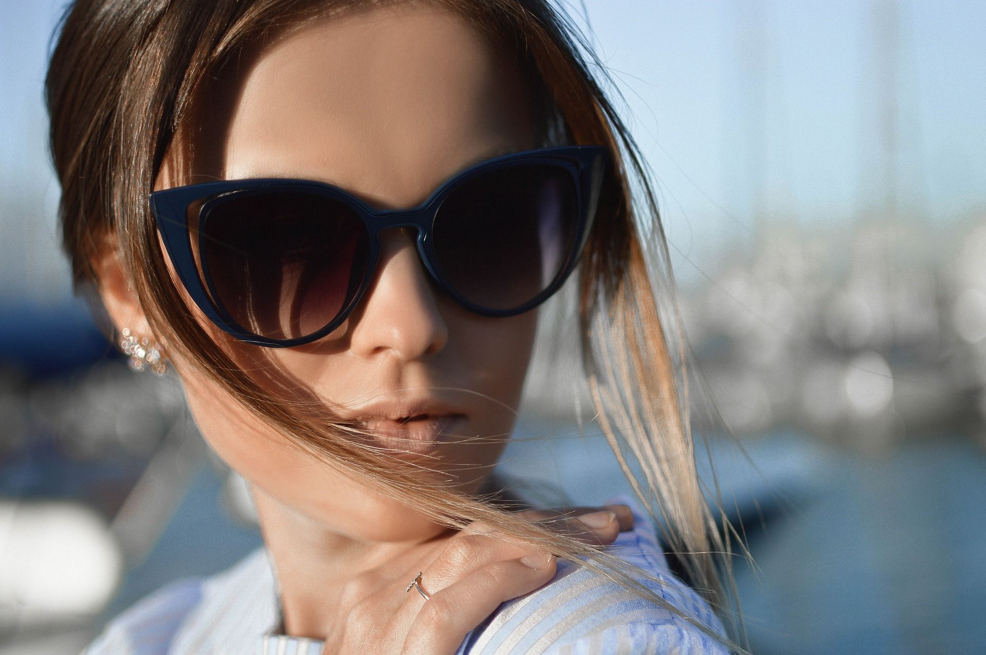 """Sunglass 