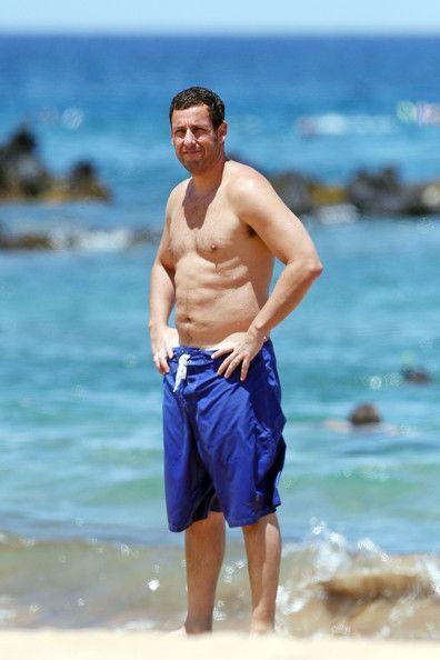 Med tynd krop på stranden