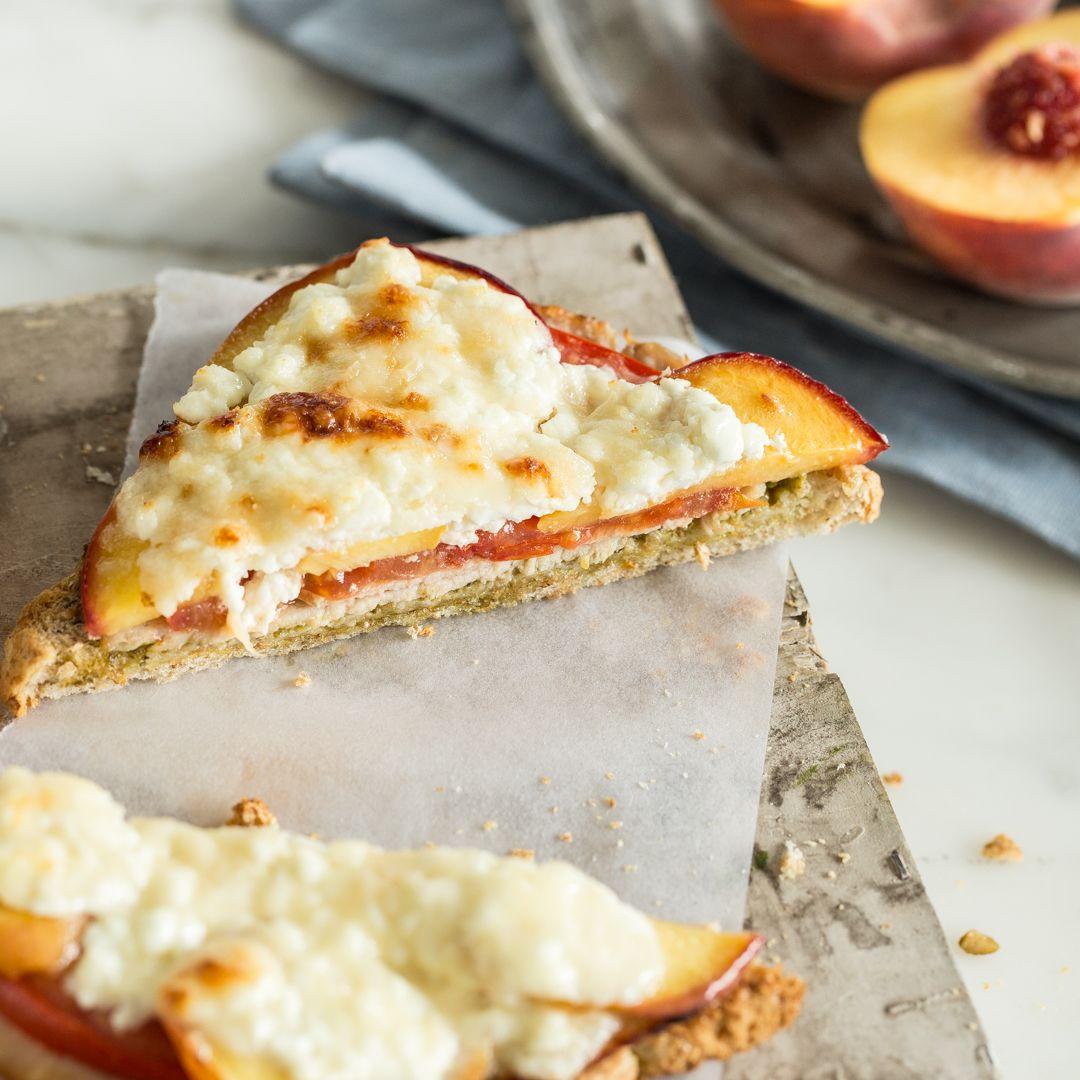 Toast Hawaii ist lecker, aber überbackener Toast mit Pfirsich und Hüttenkäse ist noch besser. Probier's schnell aus - dauert auch nur 20 Minuten.