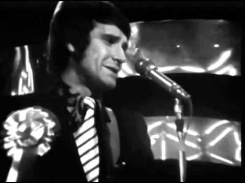 The Kinks Autumn Almanac Totp 1967 Chords Changes In This