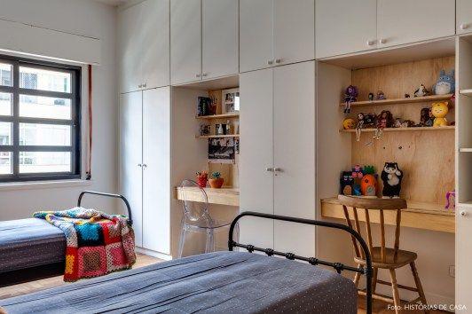 É fácil se apaixonar pelo apartamento de Karen Fuke e Erick Bonilha. Além da inspiração industrial, a decoração mistura o estilo boho e o vintage.