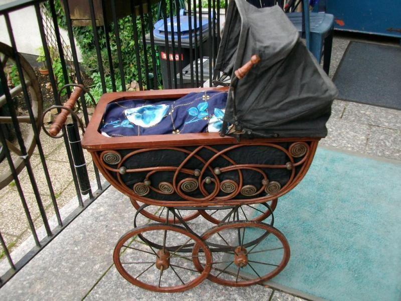 Schöner alter Puppenwagen Kinderwagen für Puppe  oder als Dekoration,Verkauft!