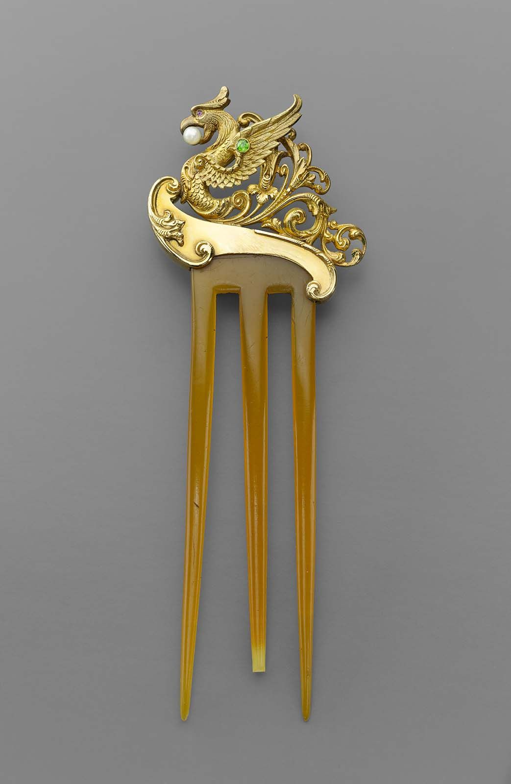 Hair comb featuring a profile dragon on a wave | Museum of Fine Arts, Boston