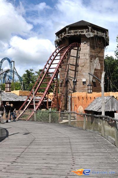 16/17   Photo de l'attraction SuperSplash située à Plopsaland de Panne (Belgique). Plus d'information sur notre site www.e-coasters.com !! Tous les meilleurs Parcs d'Attractions sur un seul site web !!