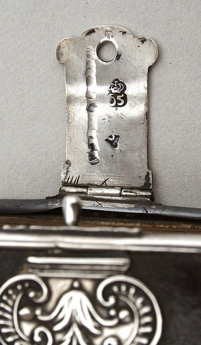 Biblia Neerlandica: rooms-katholiek gebedenboek (1761) Dubbele zilveren sluitingen (gegraveerd), met driezijdige rand en acht hoekstukken
