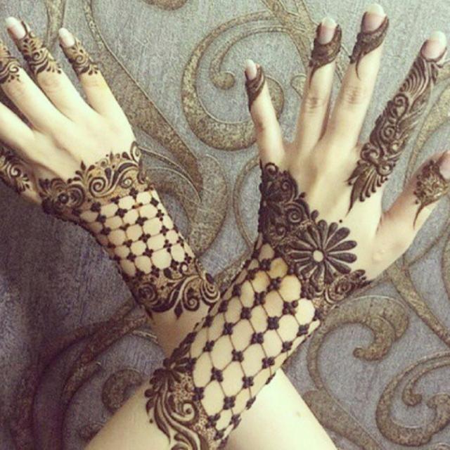 نقش حناء يصلح للعروس من صالون رحيمة للحناء للخدمات المنزلية Henna Henna Tattoo Designs Arm Henna Designs