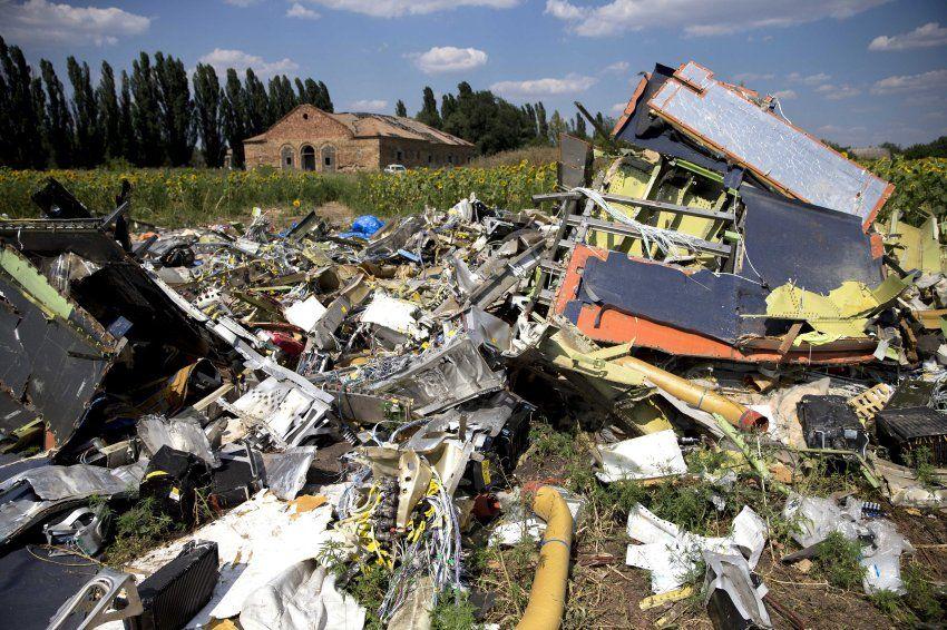 MH-17-Ermittler: Weitere Trümmerteile: Fast drei Wochen sind seit der Katastrophe vergangen, aber die Arbeit an der Unglücksstelle ist nicht gerade leichter geworden.