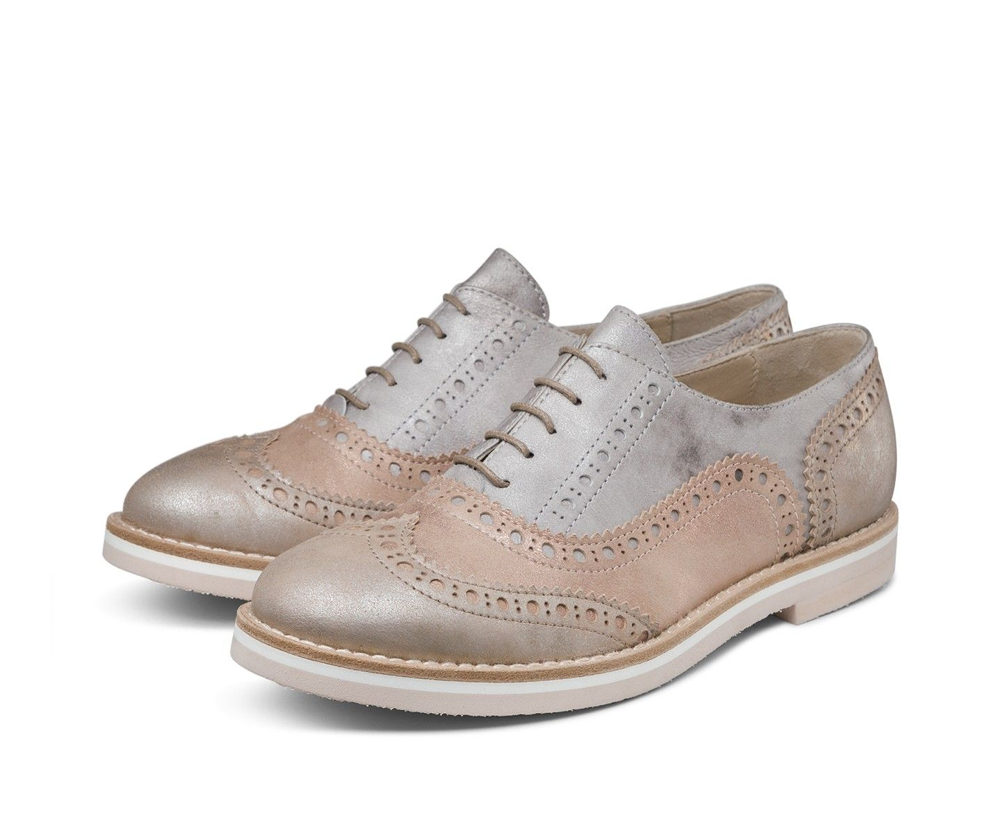 Leather lace-ups with a metallic finish and an ultra-light micro rubber sole in multi-coloured layers to express all of AGL's know-how: painstaking design and traditional Italian shoemaking techniques for a refined, minimalist shoe enriched with dovetailed openwork of clearly British inspiration at the toe.
