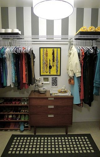 fast and easy closet makeover: Stripes on top to make the room feel bigger