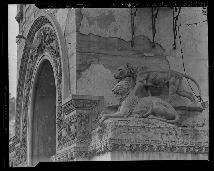 Foyer Entry Zoo : Decaying elephant and lionesses on archway of entrance to