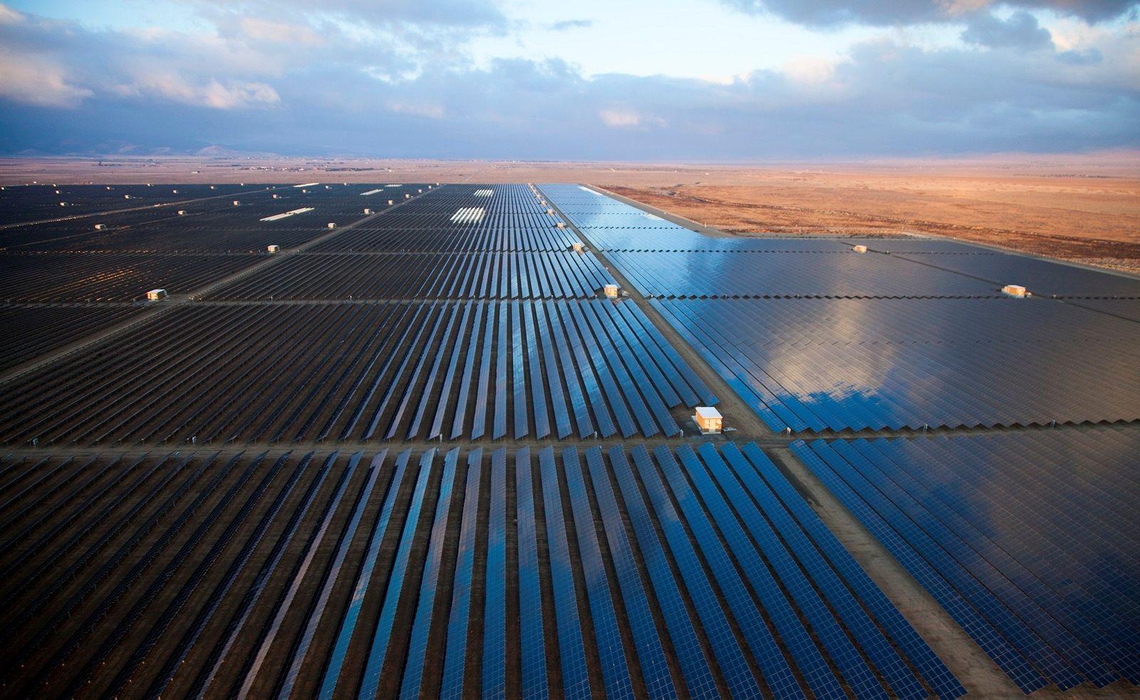Egypt To Build The World S Biggest Solar Farm Http Ift Tt 2l0okmr Uses Of Solar Energy Solar Energy Design Solar Farm