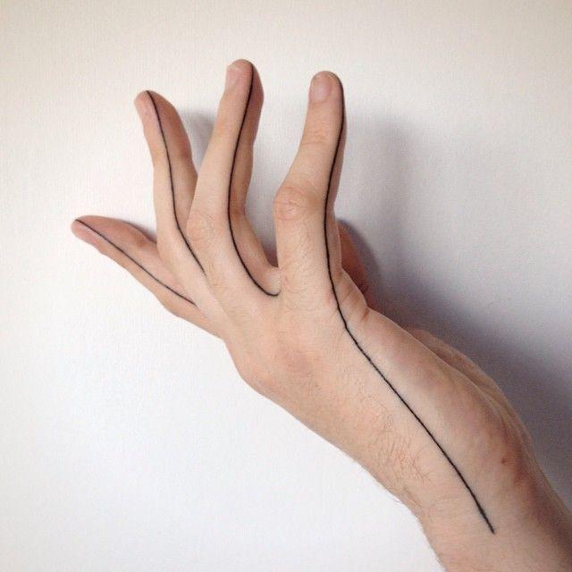 Buzzy hand seam - tattooed by Lusi #handtattoo #fingertattoo #btattooing #linework #darkartists #equilattera