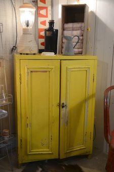 Meuble Jaune Brocante De Charme Industrielle Et Vintage Brocante De La Bruyere Locker Storage Furniture Painted Furniture