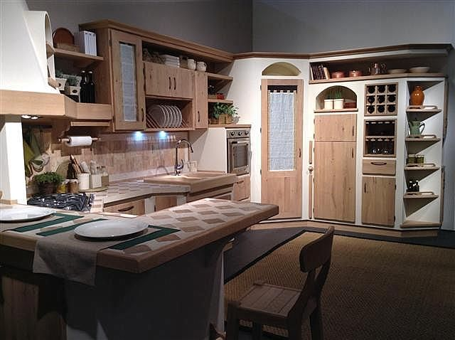 Cucina con ante e scocche in legno massiccio, completa di ...