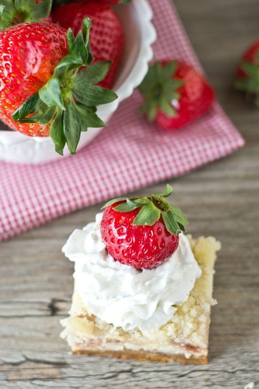 Summer Dessert: Strawberry Shortcake Bars Recipe. #summer #desserts #shortcake #recipe