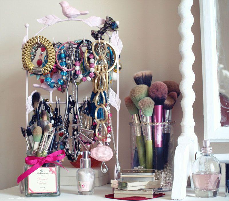 El Blog Negro Perla - la belleza del Reino Unido, la moda y el estilo de vida de blog: Mi tocador