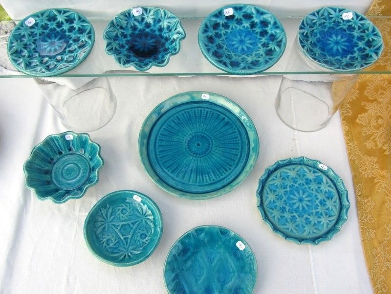 arts and crafts show booth / creators market stand ideas: glass shelf for ceramics
