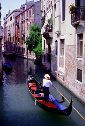 Google Image Result for http://www.travelitalytravel.com/Venice_Italy_travel_articles/gondola_venice_italy.jpg