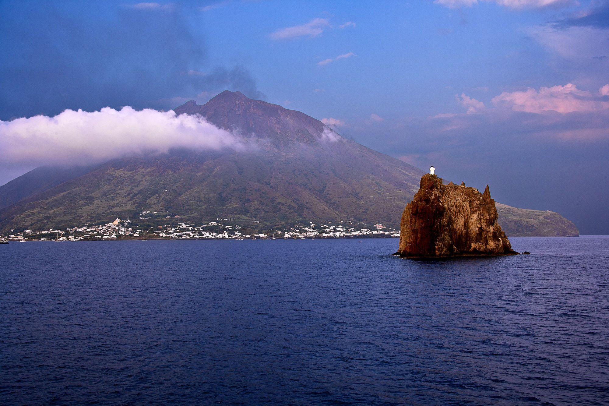 stromboli - Buscar con Google | Lipari, Aeolian islands