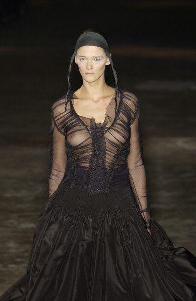 Alexander McQueen at Paris Fashion Week Fall 2002 - Runway Photos