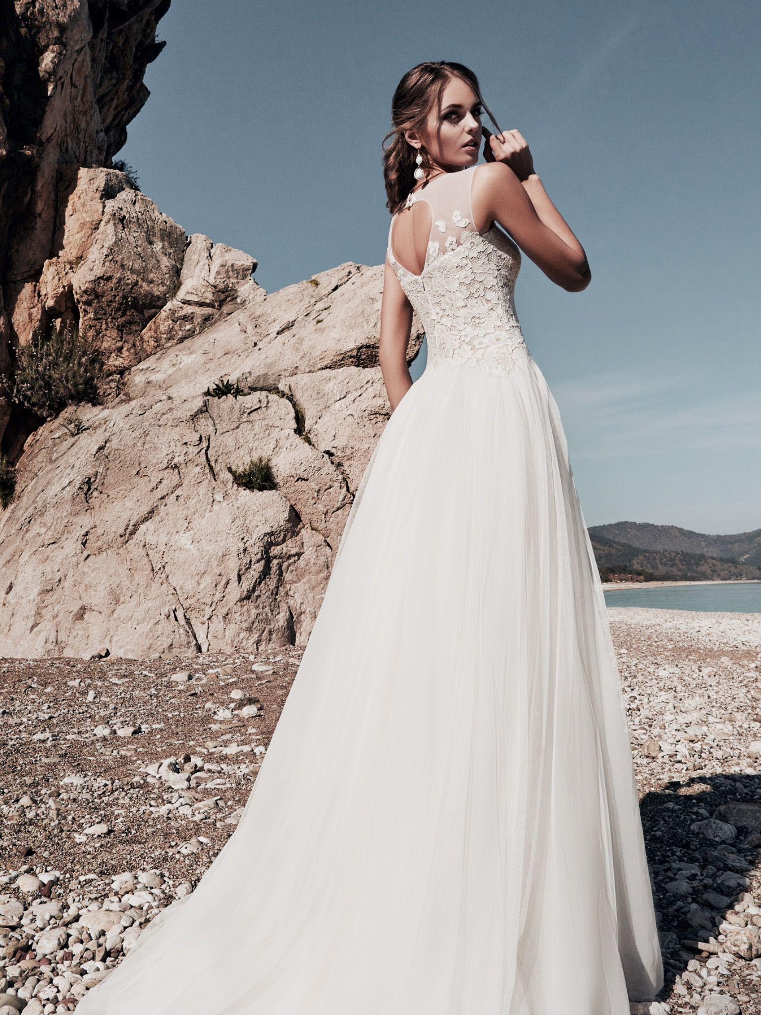 8d9cf7b0425 Ρομαντικό νυφικο απο μεταξωτό τουλι www.istoriesgamou.gr | wedding ...