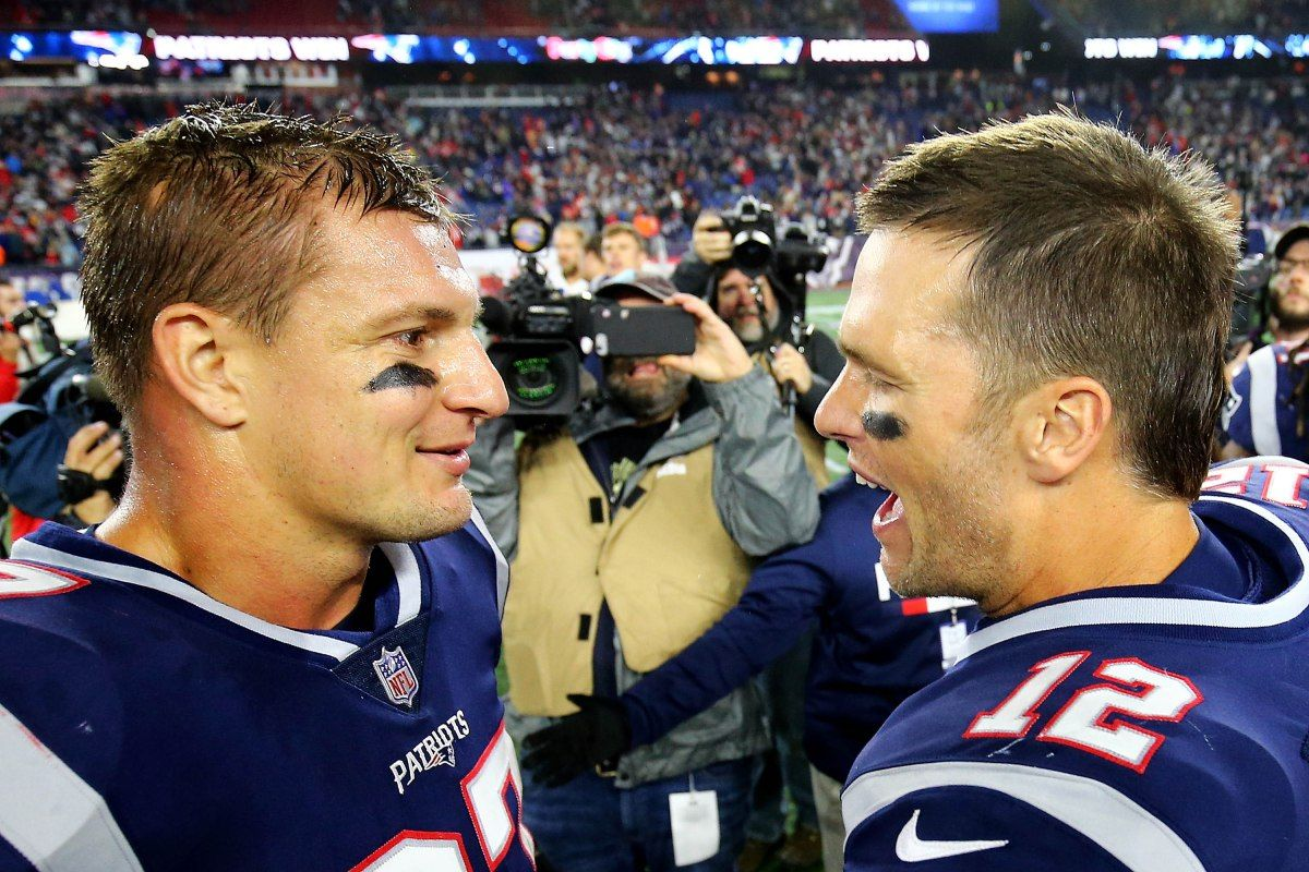 Tom Brady S Postgame Words To Gronk Are An Nfl Nightmare Gronkowski Tom Brady Rob Gronkowski
