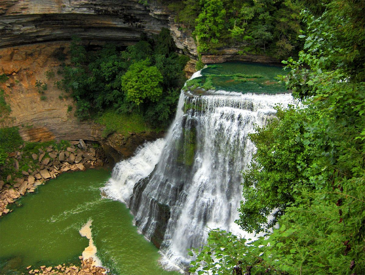 Burgess Falls, Tennessee, lies on the eastern edge of Tennessee's Highland Rim adjacent to the Cumberland Plateau and is noted for its natural beauty. [1200x904] - Imgur