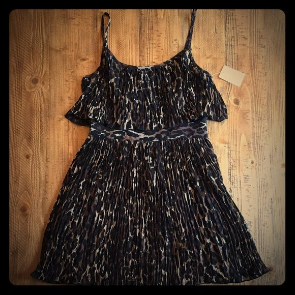 69c96ef246 GUESS Leopard Print Dress Brand new and never worn with tags. 💕 Super cute  Guess dress. Size 7. Guess Dresses Mini