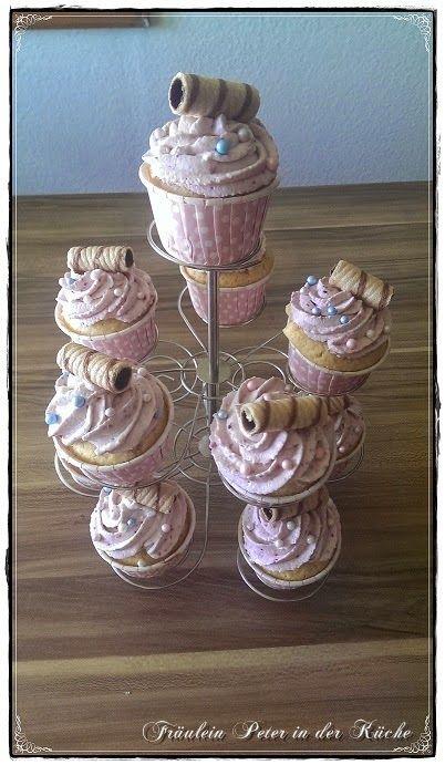 Fräulein Peter in der Küche: Schokoladen-Kokos-Cupcakes mit Beeren-Mascarpone T...