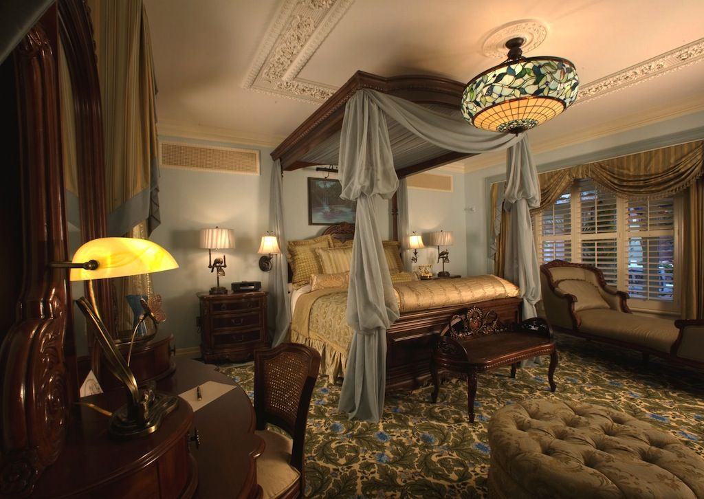 Disneyland dream suite | Victorian home decor, French ...