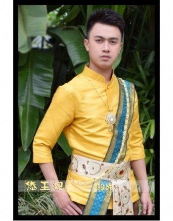 Thailand Traditionelle Kleidung für Männer Tribal Stil Kleidung Dai Songkran Festival Kleidung Thai Kleid Thailand Kostüm   Produkt Beschreibung  Typ Artikel: Thailand Traditionelle Kleidung für Männer  Paket enthalten: Top * 1 + Hosen * 1 + Schal * 1 + Gürtel * 1  Ausschließen: Zubehör         Größe Schulter (cm) Top Länge (cm) Fehlschlag (cm) Taille (cm) Hüften (cm) Hosen Länge (cm)   S 43 70 86-93 73-80 86-95 100   M 46 73 93-100 83-86 97-102 103   L 50 75 100-107 87-93 100-107 103   Hinweis: