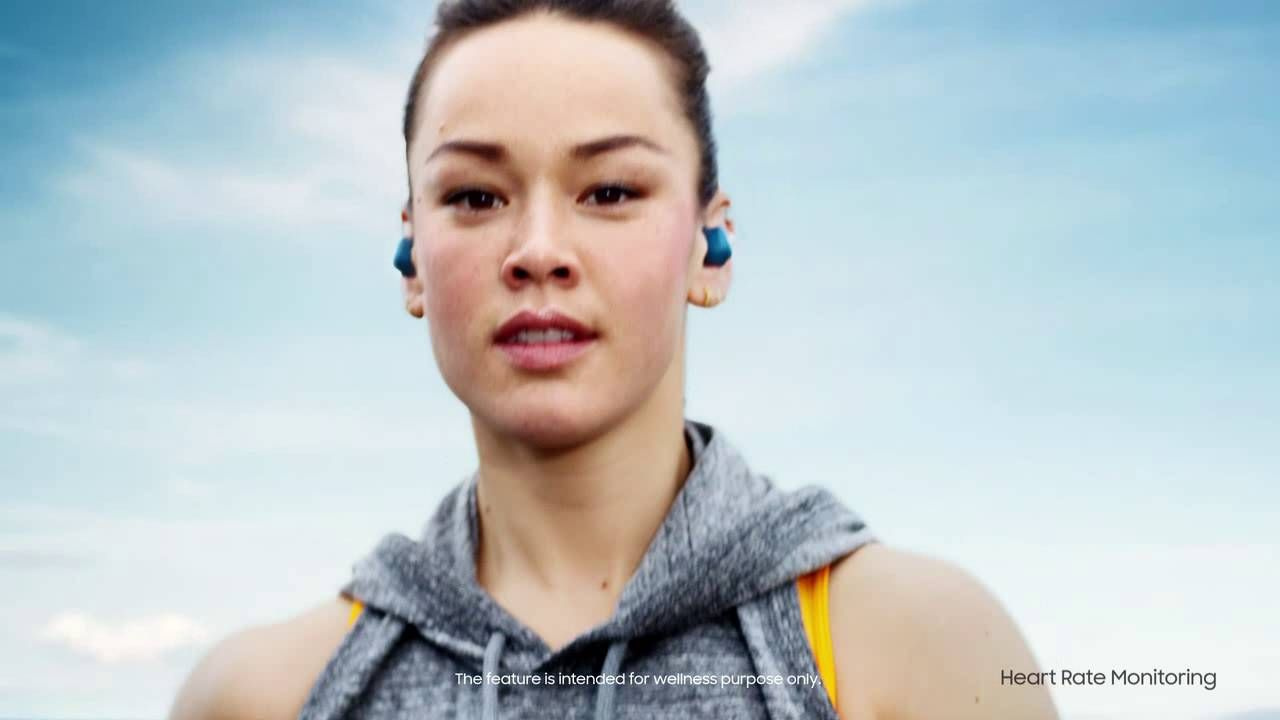 Met de #Gear #IconX headset heb je alles bij de hand voor een geslaagde workout. Op de draadloze, zweetproof oordopjes is ruimte voor 4GB muziek. De innovatieve in-ear fitness tracker houdt je prestaties bij!  https://youtu.be/zJdwmpoEr1Y