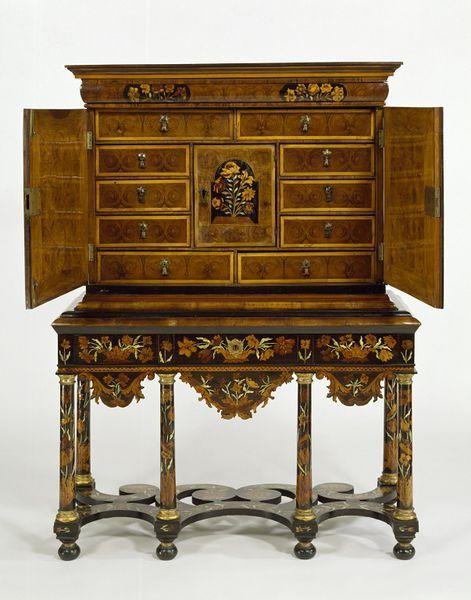 1685 1700 English Cabinet Shown Open At The Victoria And Albert Museum London Meuble De Style Mobilier De Salon Meubles Orientaux