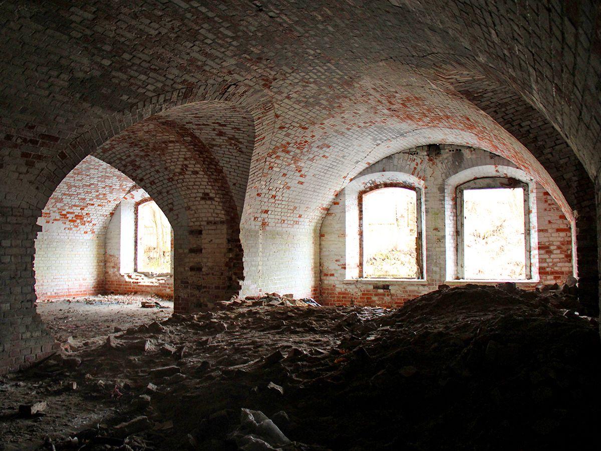Бывшие казарменные помещения форта
