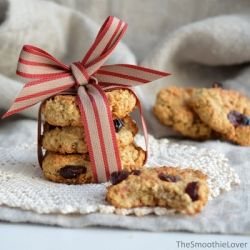 Oh so good - Healthy Cranberry Oatmeal Cookies. No flour, no sugar, no butter and only real ingredients.