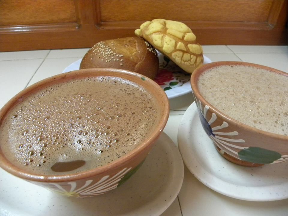 Hot chocolate and braed from La Santísima street. Photo taken from LOS TOUR'S DEL CENTRO HISTÓRICO DE LA CIUDAD DE MÉXICO facebook page.