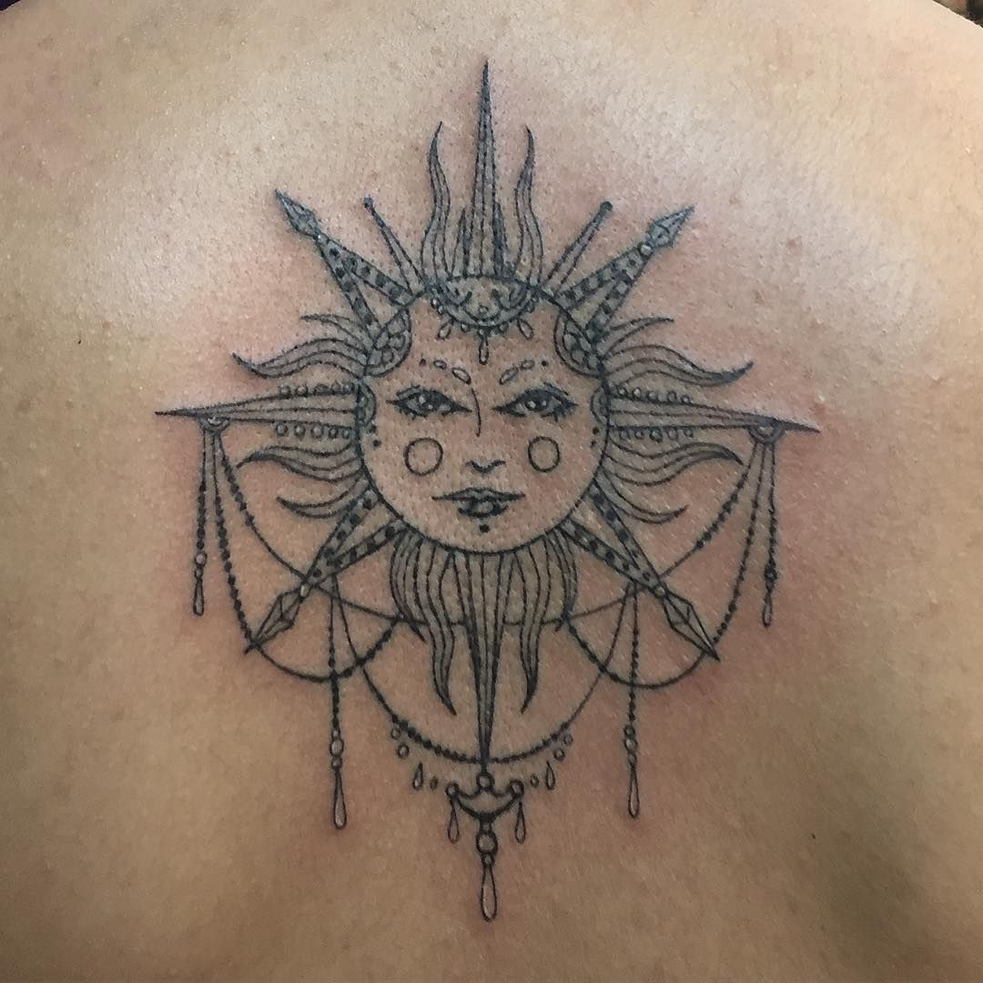 A lovely sun tattoo on destiny 39 s back girlswithtattoos for Sun tattoos pictures