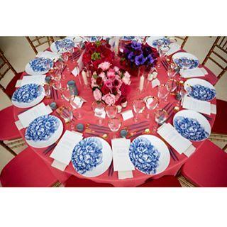 Inside the #MetGala. An event planners dream job! Congrats Ms. Kiernan you've done it again.  All photos courtesy of Vogue Magazine. . . . . . . #Tablescape #2017MetGala #BeautifulDesign #ChinaInspired #Starstudded #Celebrity #BigNight #NYC #NewYorkCity #FloralDesign #CustomDesign #EventPlanners #EventDesign #Events #PartyPlanners #CelebrateYourDash #bDASHd http://tipsrazzi.com/ipost/1505580817840576021/?code=BTk5cbkB5YV