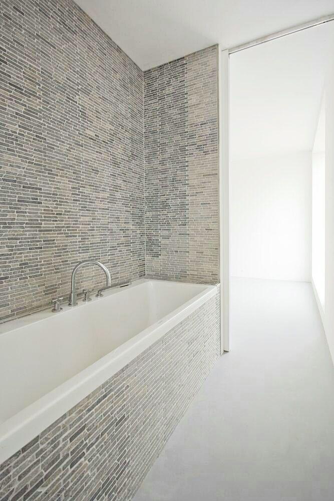 Flot og enkelt indbygningsløsning til badekar. Se badekar der egner sig til denne løsning her http://www.spacenteret.dk/category/indbygningsbadekar-135/