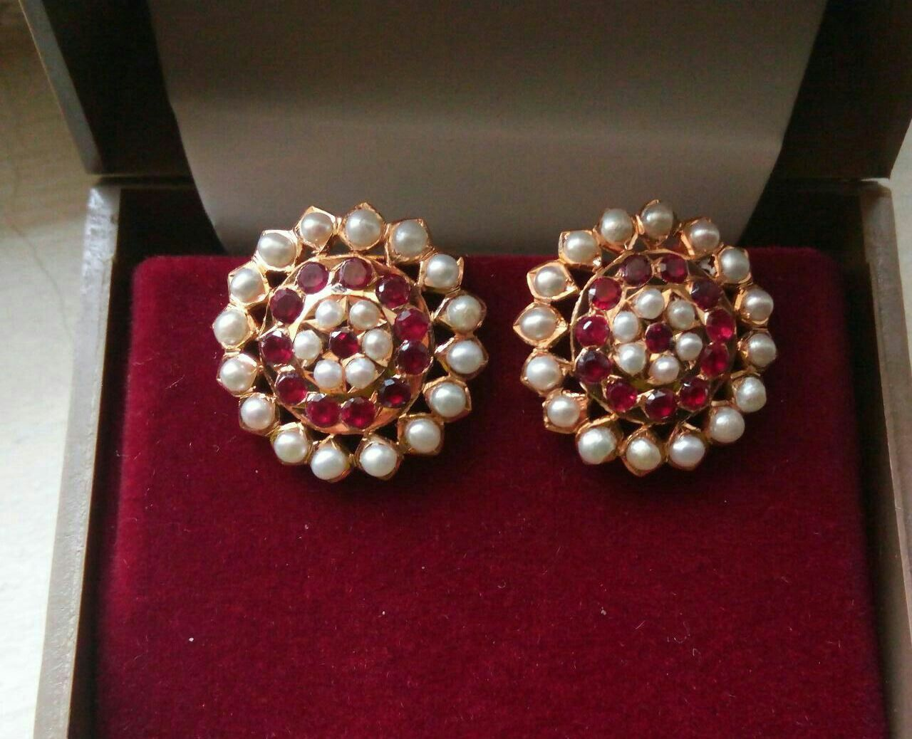 Pearl And Redstone Stud Gold