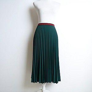 Изумрудная плиссированная юбка